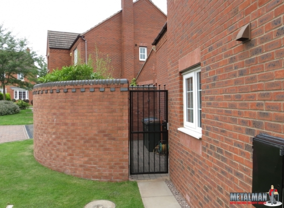 simple side gate with obscure screen fitted
